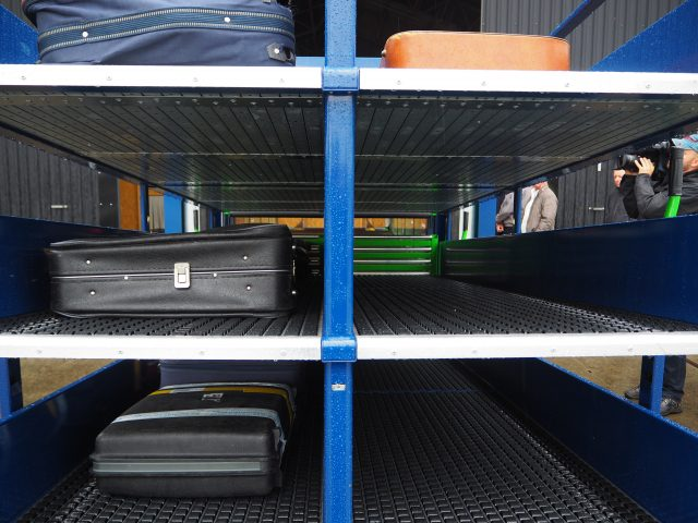 The BBHS Carts unload simultaneously, a total of up to 60 BAX in less than 10 seconds
